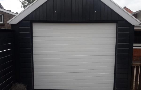 Garagedeur A gelijnd motief